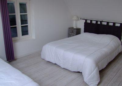 Chambre lit double + lit simple du Gîte de l'Erault - 01